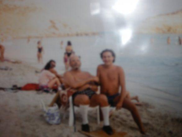 Una delle ultime foto scattate a Domenico Modugno sulla spiaggia dell'Isola dei Conigli