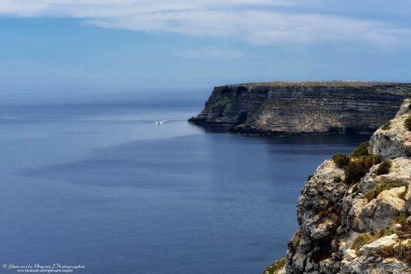 Costa settentrionale di Lampedusa: la scogliera in tutta la sua bellezza - Foto di Giancarlo Bogoni per Lampedusainfoto